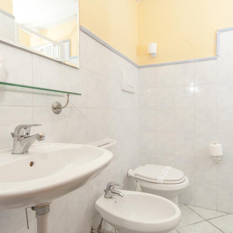 Un bagno tipo della camera singola