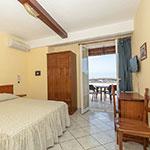 Camera Matrimoniale con Terrazzo, Hotel Ischia tre stelle.